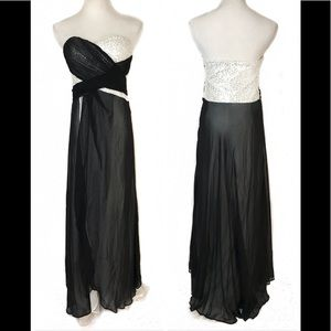 Dresses & Skirts - 🔥SALE🔥NEW W/O TAGS Black and White formal gown
